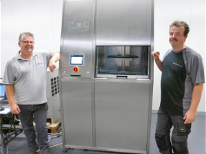 Passion and expertise in the fields of ultrasonic cleaning and engineering unite Eric van Eijk of SENDT (l.) and Bert van Dasselaar of B & M Service (r.), who have now been successful project partners for more than eight years.